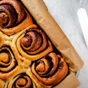 fresh cinnamon buns in a tray